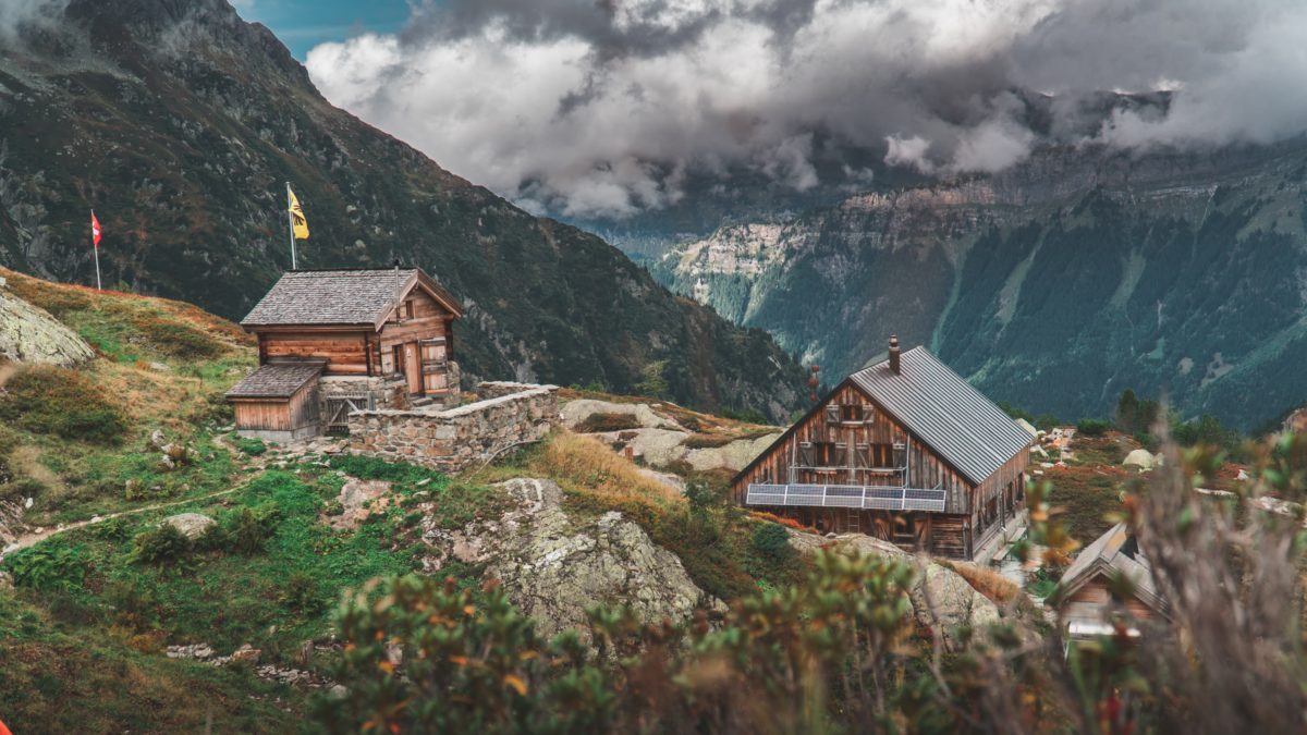 Photo of two homes. 20191016_felipe-giacometti-gva0tYOGvfU-unsplash